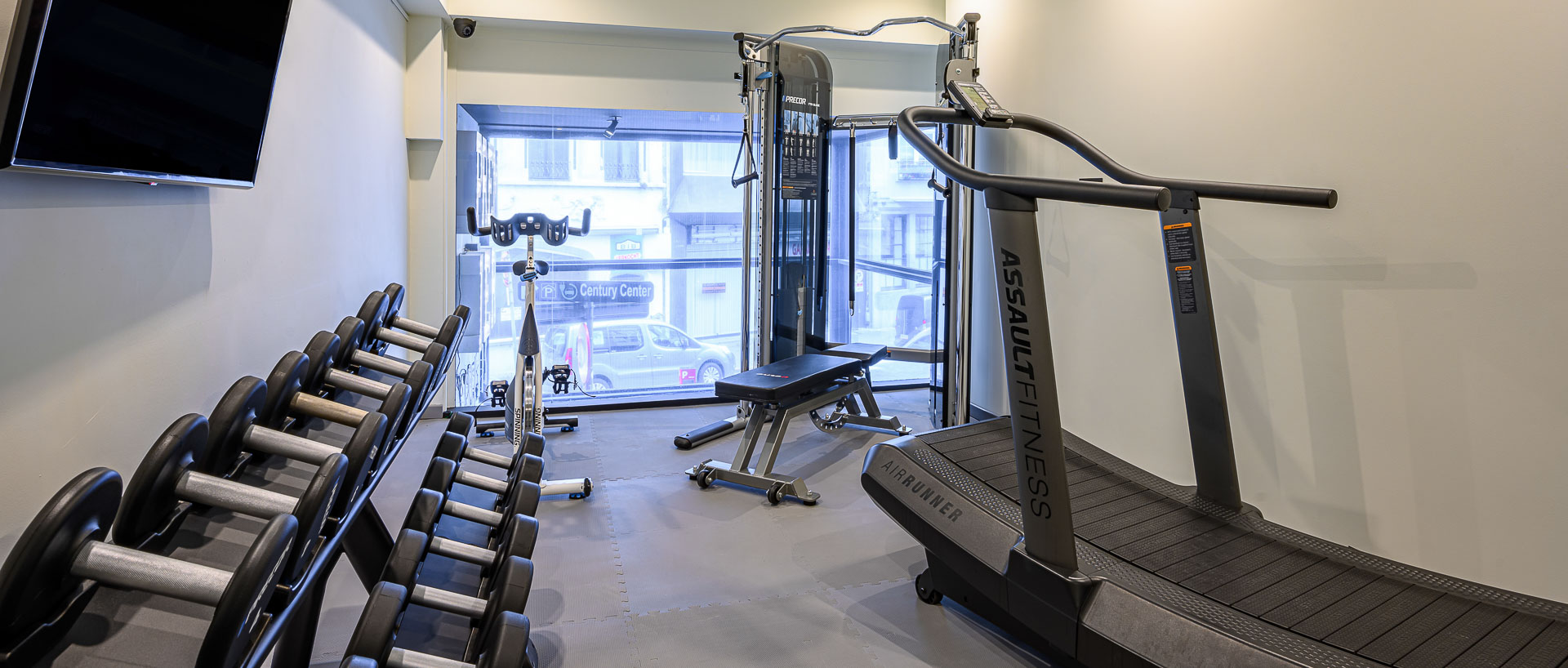Fitness room at PREMIER SUITES PLUS Antwerp